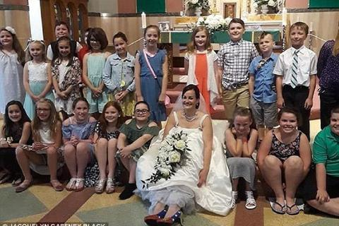 Đám cưới với dàn khách mời 80 học sinh tiểu học của cô giáo Mỹ