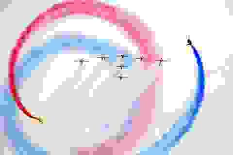 Dàn máy bay chiến đấu nhào lộn ấn tượng tại triển lãm hàng không Anh