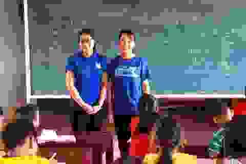Hai nữ sinh dạy học miễn phí cho học sinh nghèo suốt 4 năm hè