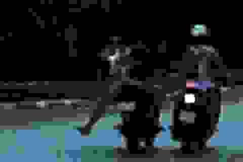 Cô gái bị 2 thanh niên giật túi, cướp tài sản hơn 60 triệu đồng lúc trời tối