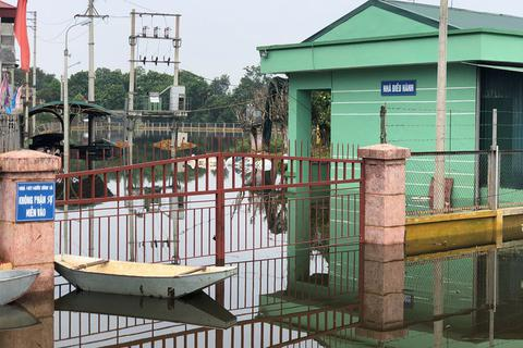 Sạt lở, vỡ đê Bối, hơn 100 hộ dân ngập trong nước
