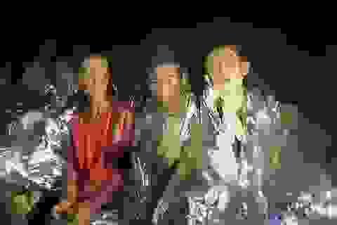 Không thể đưa cả đội bóng Thái Lan ra khỏi hang cùng lúc