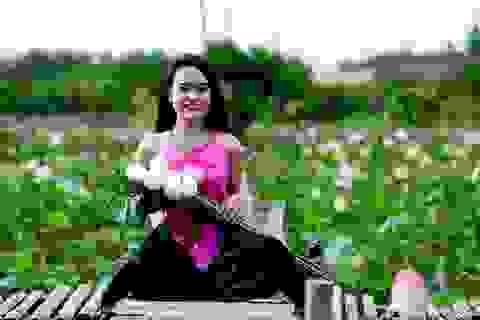 """Giới trẻ Sài Gòn đổ xô """"check in"""" đầm sen đẹp ngỡ ngàng"""