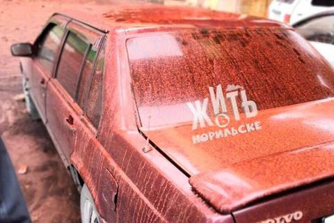 Mưa màu đỏ xuất hiện tại Nga
