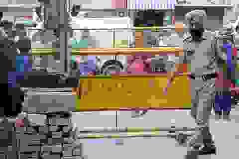 Tiết lộ sốc về vụ 11 người trong gia đình Ấn Độ chết trong tư thế treo cổ
