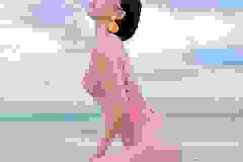 Tóc Tiên gây sốt khi khoe ảnh mặc bikini khoe đường cong bỏng mắt