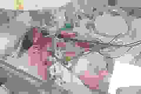 Bé sơ sinh ọc máu, hôn mê vì rối loạn chuyển hóa