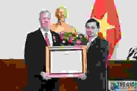 Đại sứ đầu tiên của Hoa Kỳ tại Việt Nam nhận Huân chương Hữu nghị