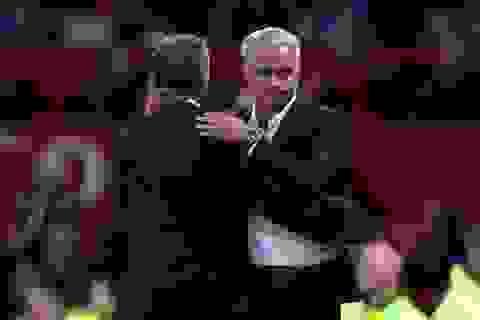 Thắng trận, Mourinho vẫn xỉa xói Ban lãnh đạo MU