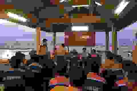 Đà Nẵng: Cứu 11 thuyền viên gặp sóng dữ giữa biển