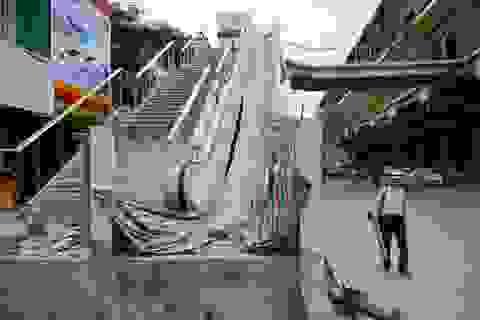 Cảnh ngổn ngang bên dưới ga tàu đường sắt trên cao Cát Linh - Hà Đông