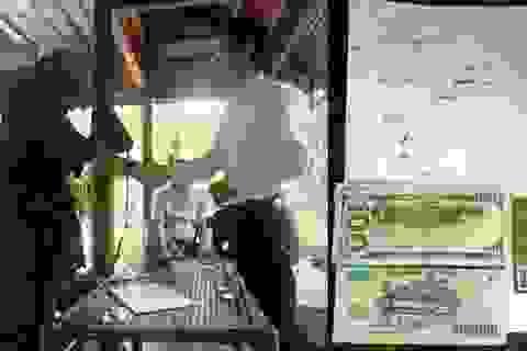 Trả lại chiếc ví cho du khách Mỹ đánh rơi khi tham quan Phong Nha - Kẻ Bàng