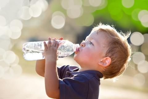 Để biết cơ thể có đủ nước không, hãy thực hiện bài kiểm tra đơn giản này