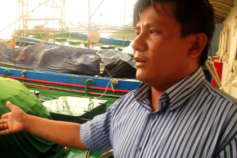 Tàu vỏ thép vừa được khắc phục lỗi lại hỏng máy, thả trôi tự do trên biển