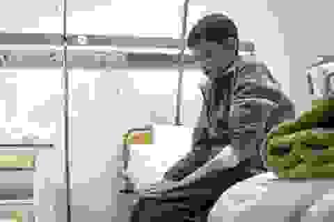Chàng trai 25 mắc kẹt trong thân hình cậu bé 12 tuổi