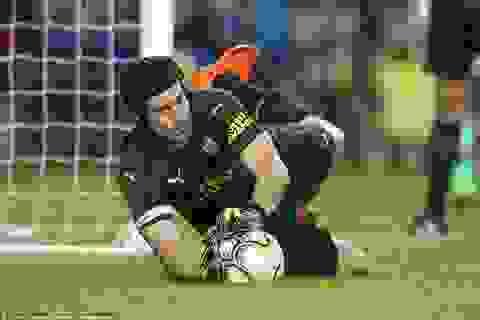 Thủ thành Cech giúp Arsenal hạ đội bóng cũ Chelsea