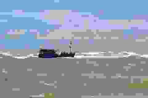 Tàu cá bị đâm chìm trên biển, 6 ngư dân may mắn thoát chết