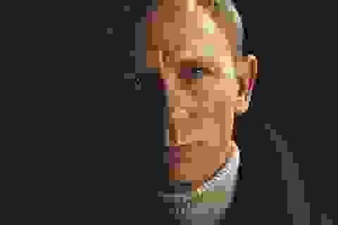 """Số phận James Bond lại """"lênh đênh"""" vì… không người lèo lái"""