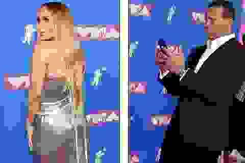Bạn trai chăm chút Jennifer Lopez hết mức