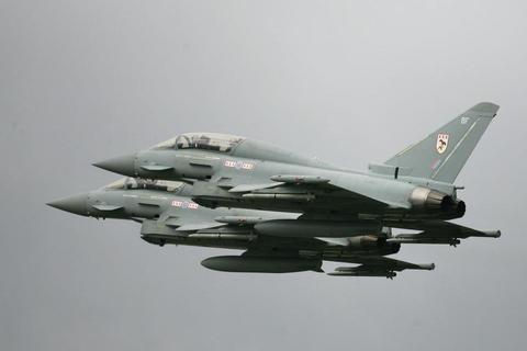 Máy bay Anh xuất kích chặn máy bay quân sự Nga áp sát không phận NATO