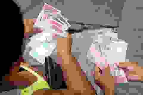 """Venezuela """"tê liệt"""" sau phát hành tiền mới"""
