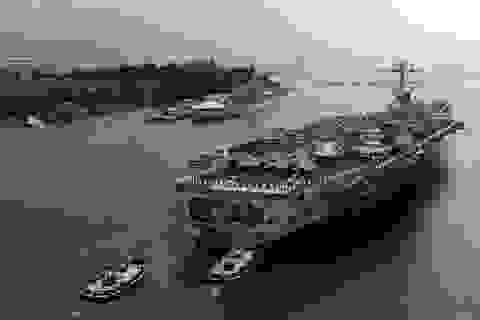 Tàu chiến, tàu ngầm Mỹ hối hả chạy bão