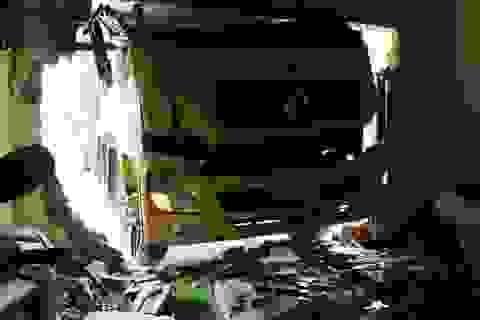 3 người thoát nạn hy hữu khi xe tải tông sập nhà