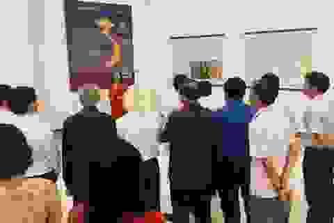Lần đầu tiên triển lãm tư liệu về Hà Nội trên đất Bạc Liêu