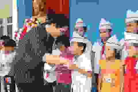 Hỗ trợ ngành Giáo dục huyện biên giới Việt - Lào bị thiệt hại do bão lũ