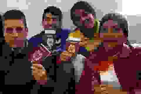 Sinh kế tại nước ngoài khốn đốn, người tị nạn Venezuela theo chính phủ hồi hương