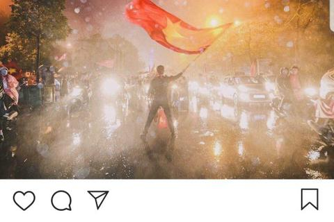Báo Hàn Quốc ấn tượng với cảnh cổ vũ trong mưa của CĐV Việt Nam