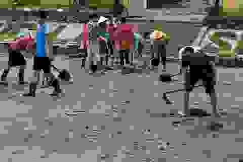 Kinh hoàng lũ ống đổ hàng trăm tấn bùn xuống Trường PTDTBT tiểu học Chà Nưa