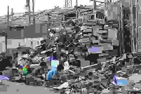 Bắc Giang: Phục bắt quả tang đối tượng đổ trộm chất thải khiến người dân phẫn nộ