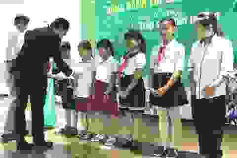 Tiếp sức đến trường cho trẻ em nghèo tại huyện Cần Giuộc