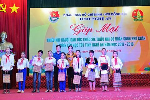 Nghệ An: Tuyên dương 200 thiếu nhi dân tộc thiểu số, có hoàn cảnh khó khăn, học giỏi