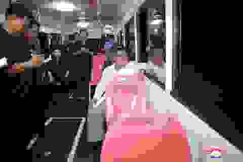 Ông Kim Jong-un đích thân thử xe điện hiện đại lúc nửa đêm