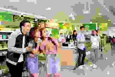 Mua sắm tiết kiệm ở cửa hàng tiện lợi sân bay