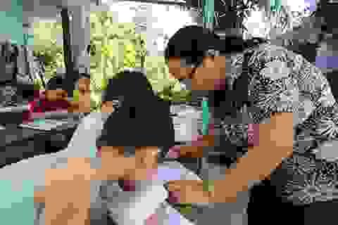 Cô giáo hơn 25 năm dạy chữ miễn phí cho trẻ em nghèo