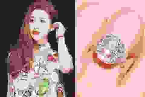 Hot girl Vân Navy khoe nhẫn kim cương 169 triệu sau đám hỏi