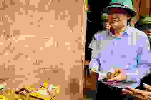 Bộ trưởng Phùng Xuân Nhạ thăm trường Nà Ớt – Sơn La bị lũ tràn qua