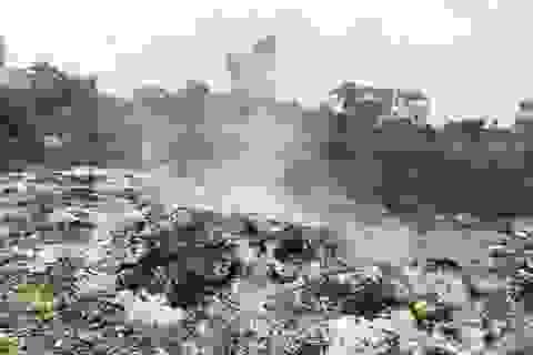 """Vụ đổ trộm rác thải táo tợn tại Bắc Giang: Người dân tố có """"đầu gấu"""" bảo kê?"""