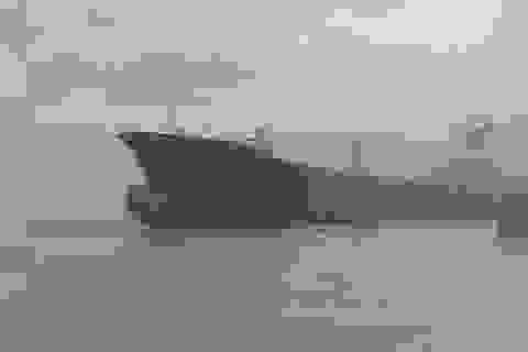 """Tàu """"ma"""" dạt vào bờ biển Myanmar sau 9 năm mất tích"""