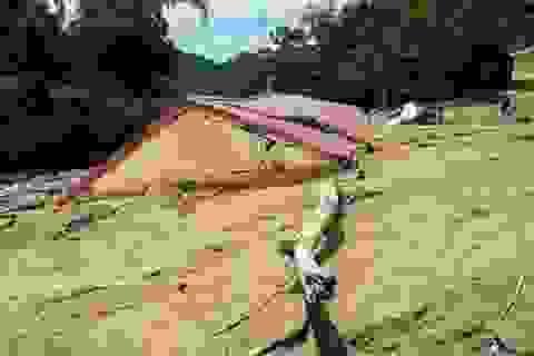 2.000 tỷ đồng trôi theo mưa lũ, nhiều quốc lộ vẫn chưa thông tuyến