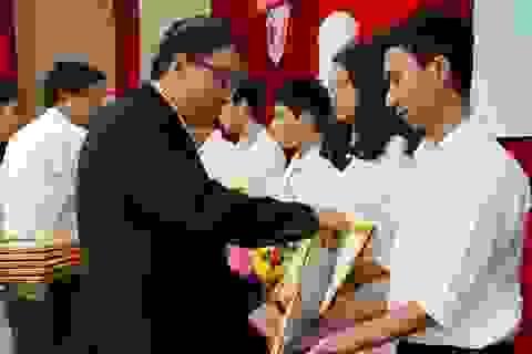 Tuyên dương sinh viên tài năng và thủ khoa của Đại học Huế
