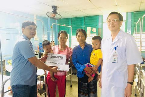 Bạn đọc giúp đỡ gia đình cậu bé dân tộc bị bệnh thận nặng xây nhà mới