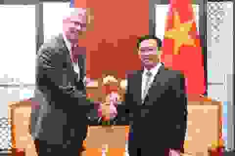 Phó Thủ tướng Vương Đình Huệ đề nghị HSBC giúp Việt Nam xử lý nợ xấu