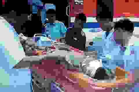 2 ngư dân gặp nạn trên biển được trực thăng ứng cứu