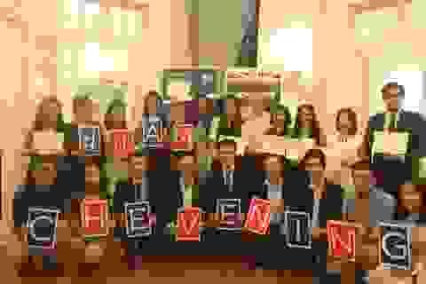 Trao học bổng đến học giả Việt Nam, Đại sứ Anh chia sẻ niềm yêu thích học tập