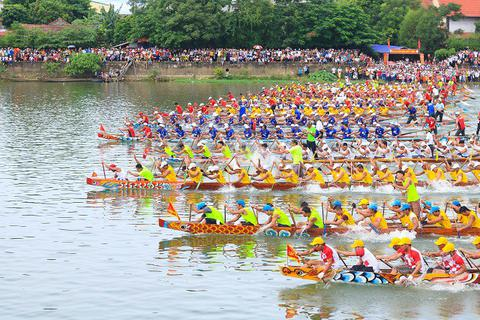 Quảng Bình: Rộn ràng Lễ hội đua thuyền mừng Tết Độc lập