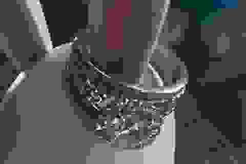 Vớ được nhẫn kim cương gần nửa tỷ đồng, ông lão quyết tìm chủ để trả lại